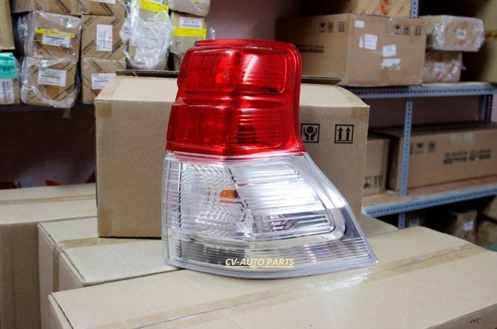 Picture of 81551-60890 Đèn hậu phải Toyota Land Cruiser Prado 2009-2010-2011-2012-2013