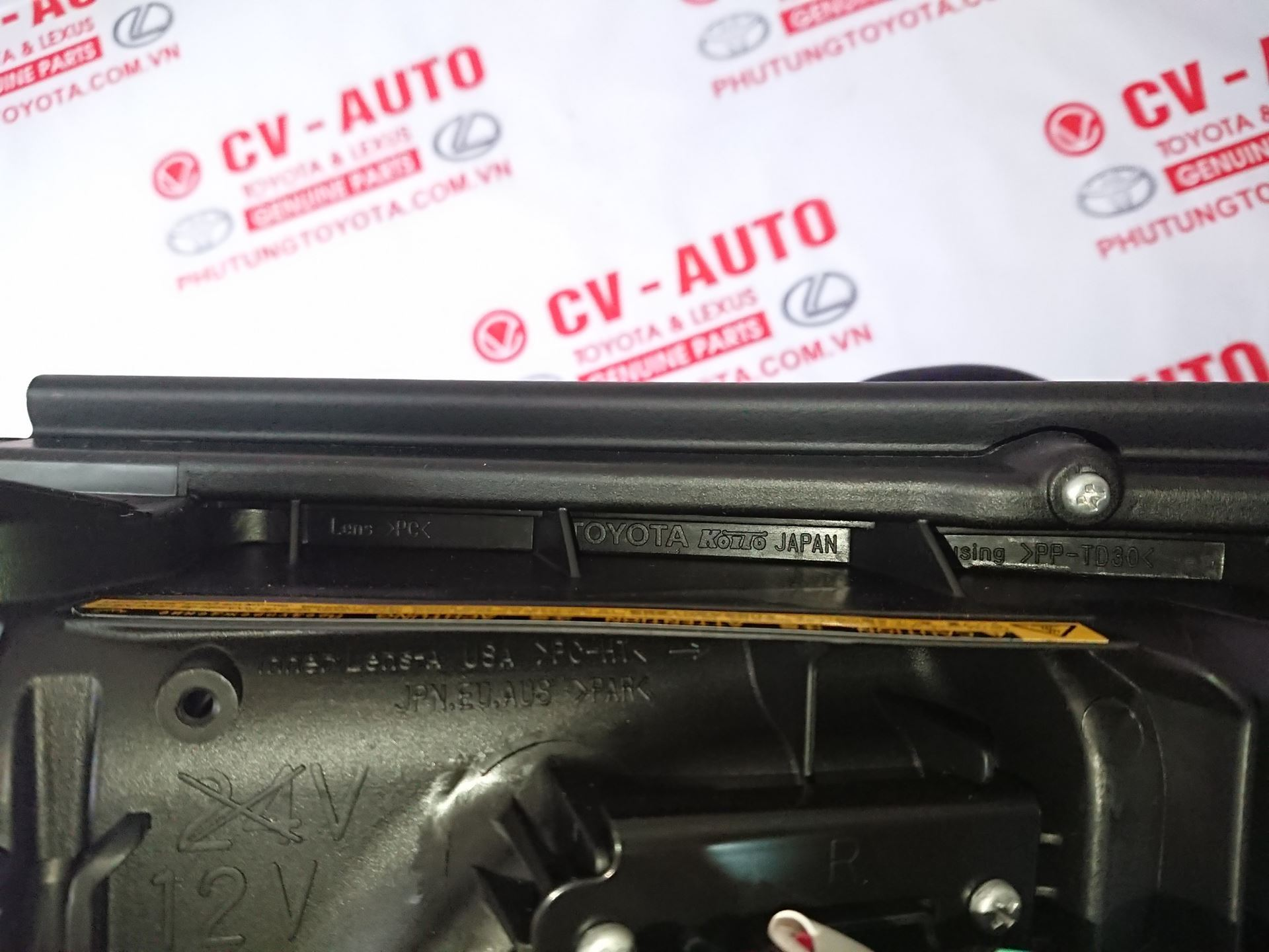 Picture of 81145-60F30 Đèn pha phải Toyota Land Cruiser model 2013 2014 2015