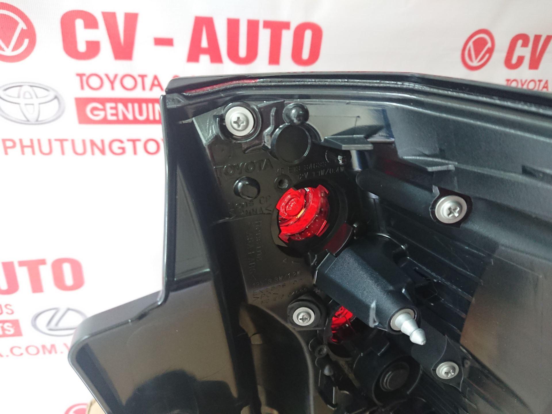 Picture of 81561-60C30 Đèn hậu trái Toyota Land Cruiser Prado 2019 chính hãng