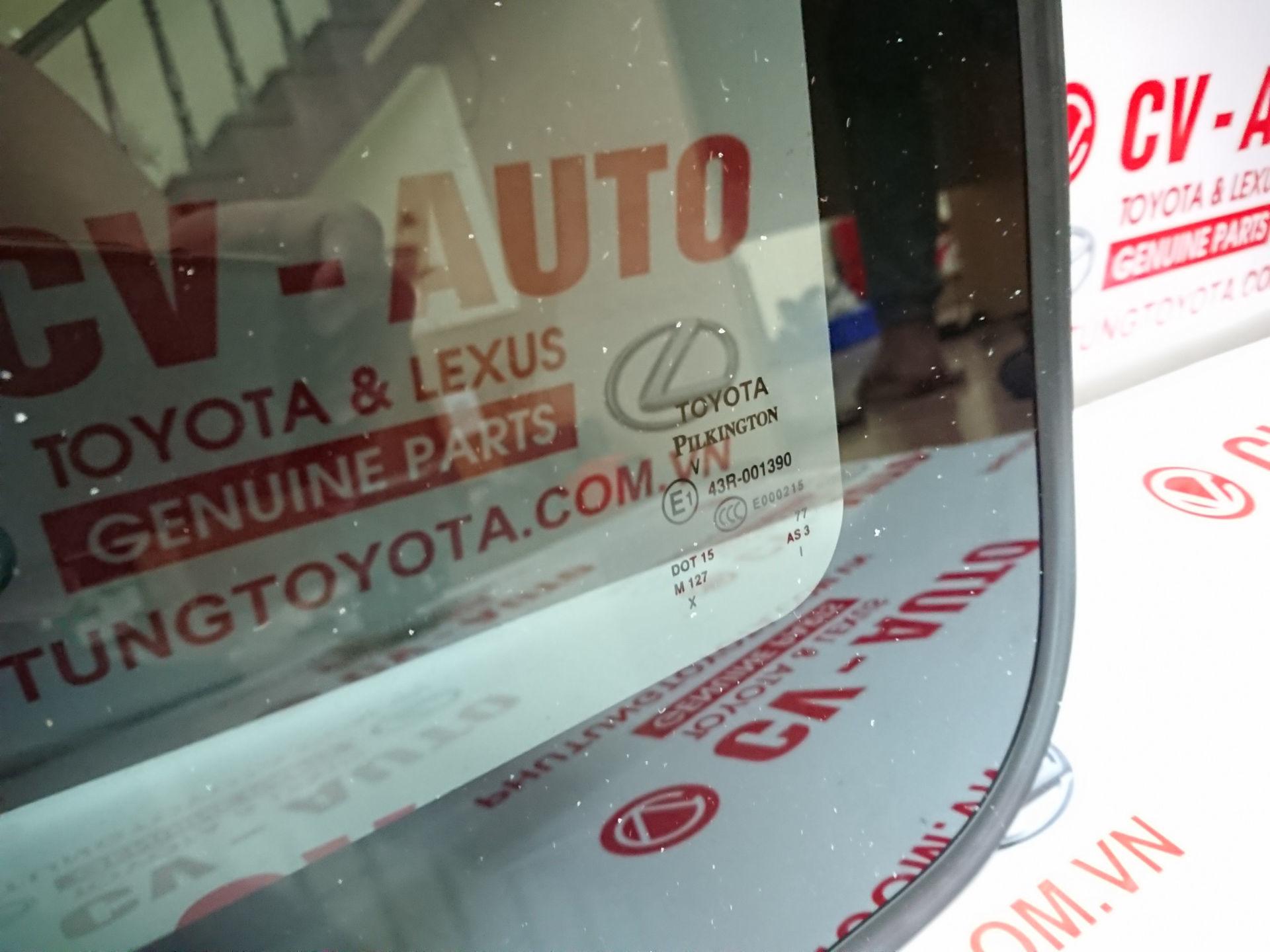 Picture of 63201-08031 Kính cửa nóc Toyota Sienna hàng chính hãng