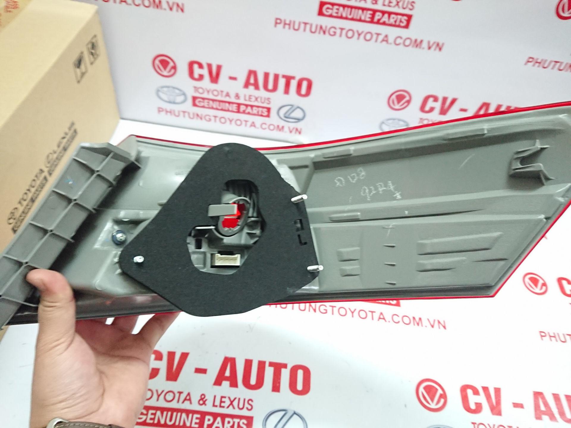 Picture of 81561-33520 Vỏ đèn hậu Toyota Camry hàng chính hãng