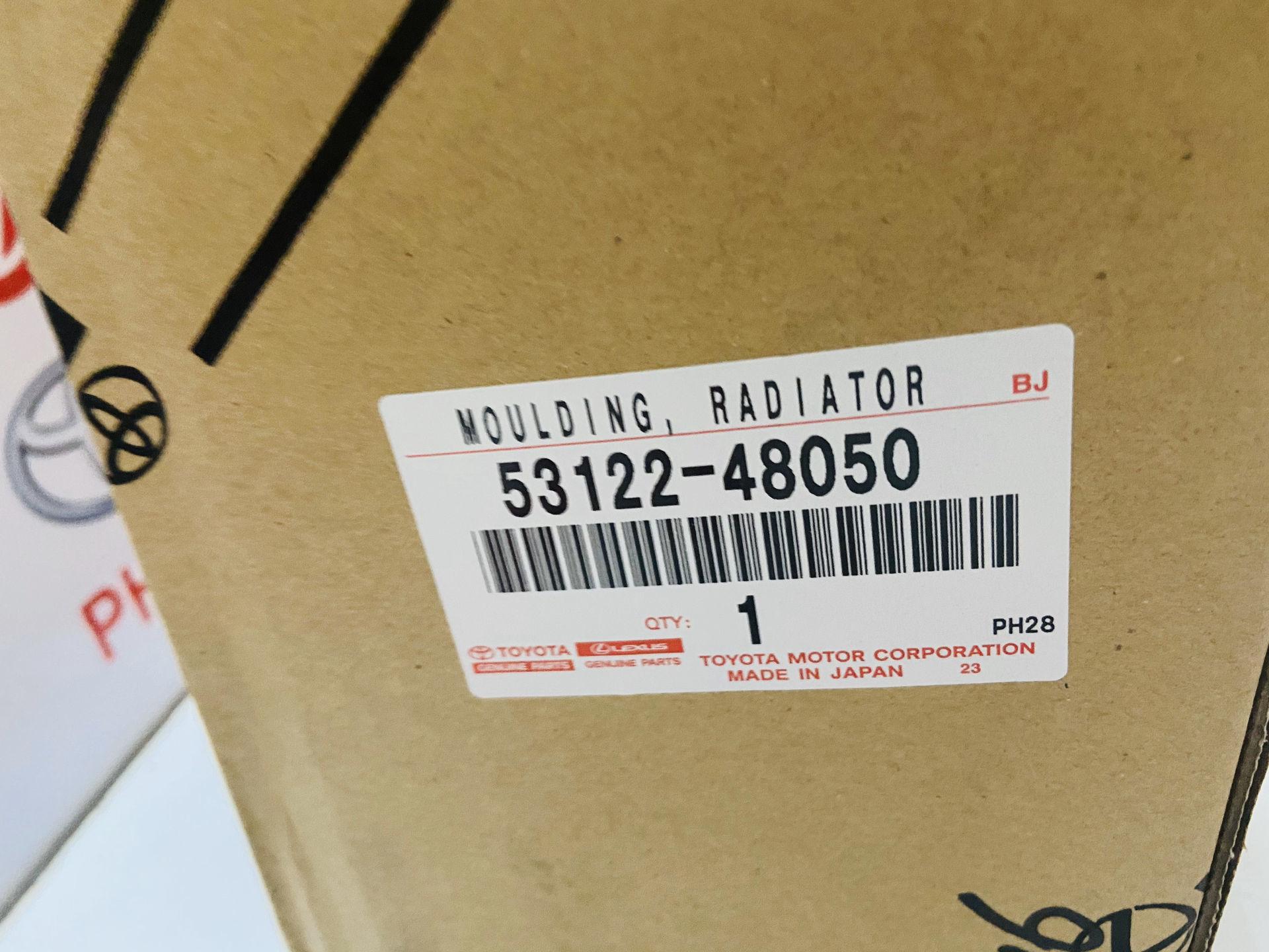 Picture of 53122-48050 Nẹp mạ ca lăng Lexus RX350 2016-2019 hàng chính hãng