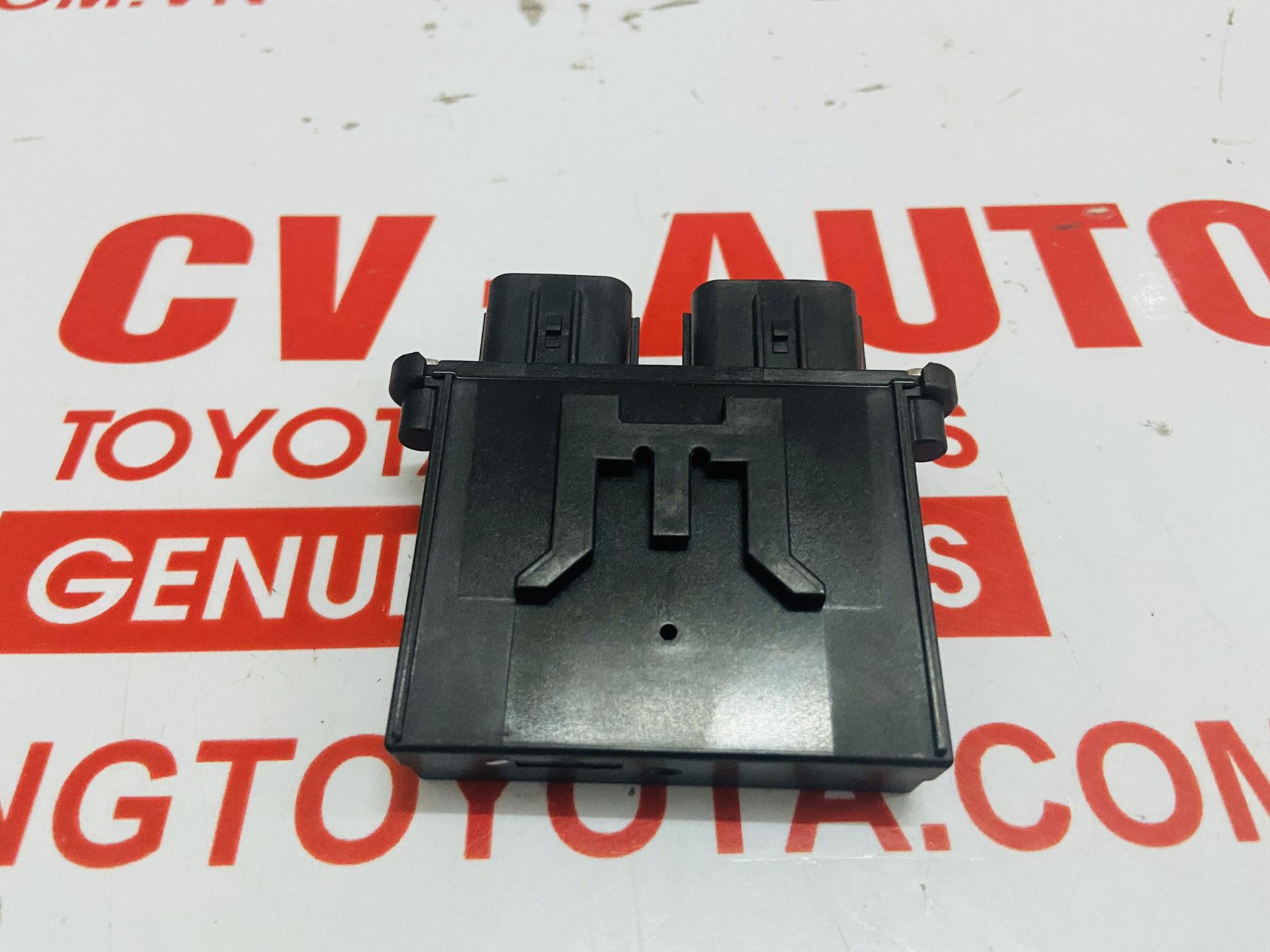 Picture of 89952-06031 Hộp cảm biến ghế Toyota Camry Mỹ 2013 chính hãng