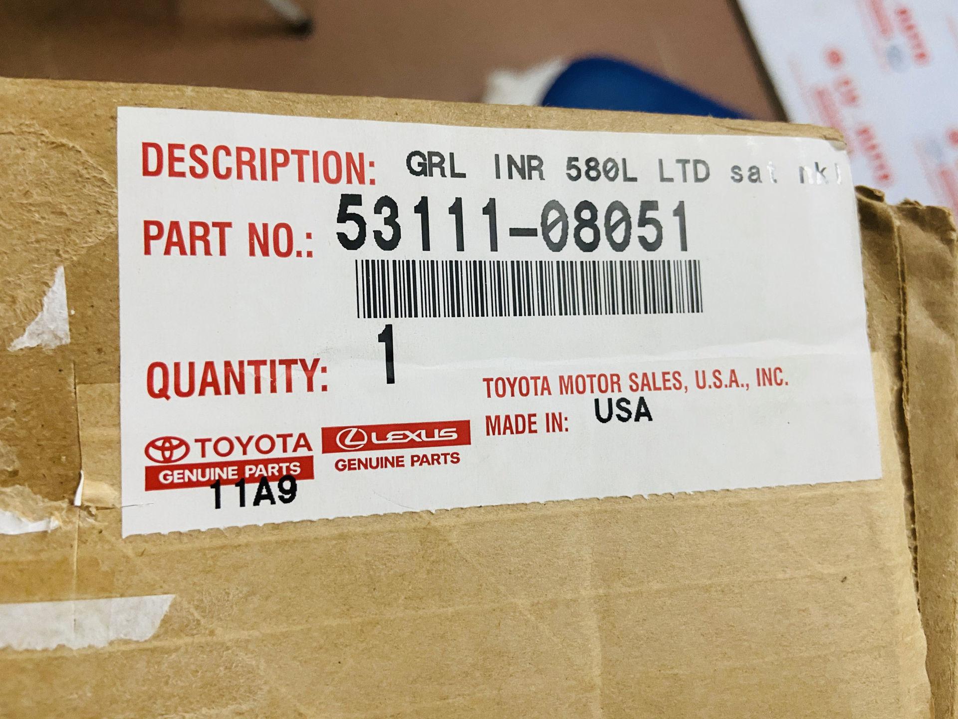 Picture of 53111-08051 Mặt ca lăng Toyota Sienna 2010-2014 chính hãng