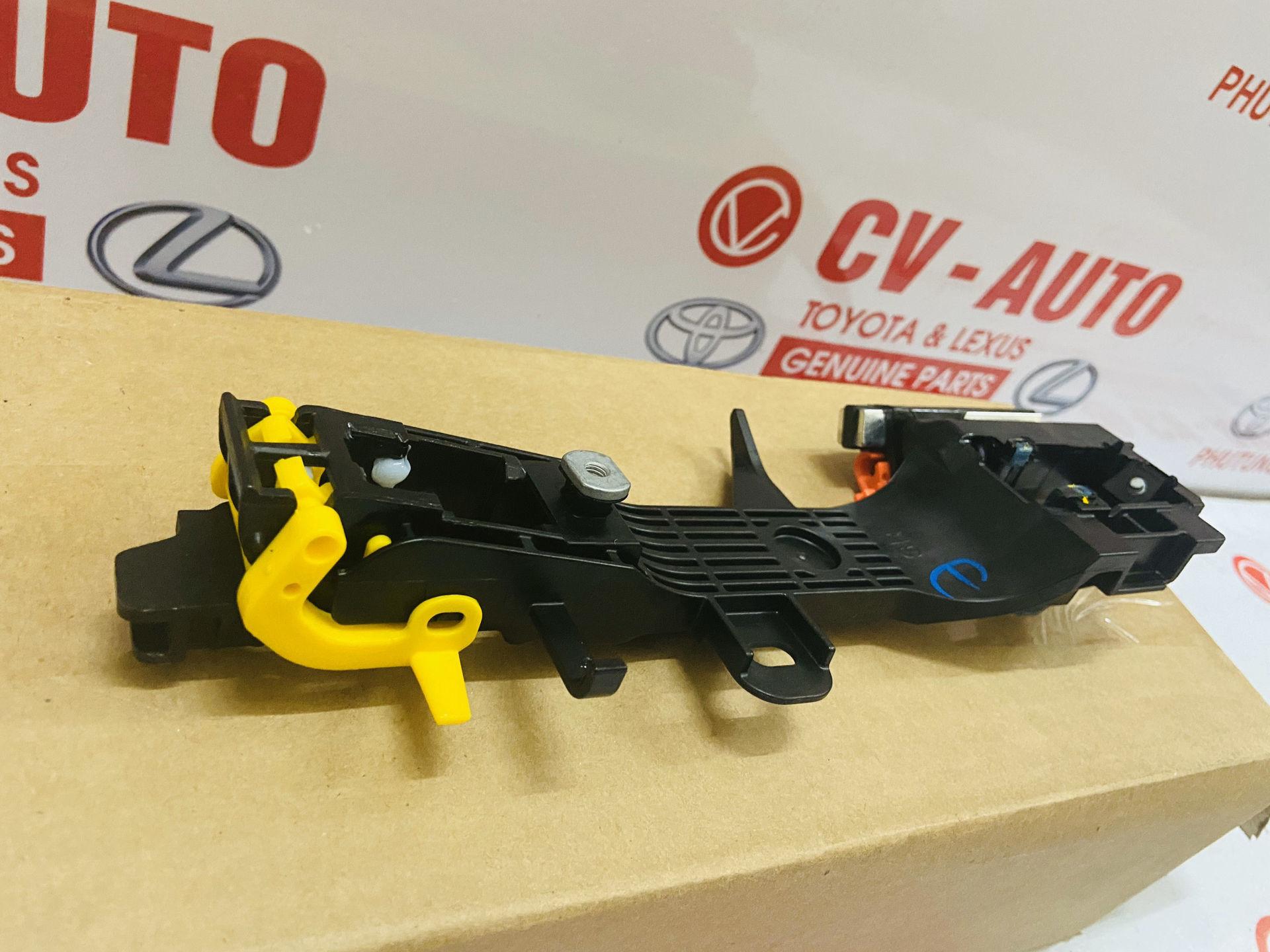 Picture of 69203-08020 Xương tay mở cửa ngoài Toyota Sienna hàng chính hãng